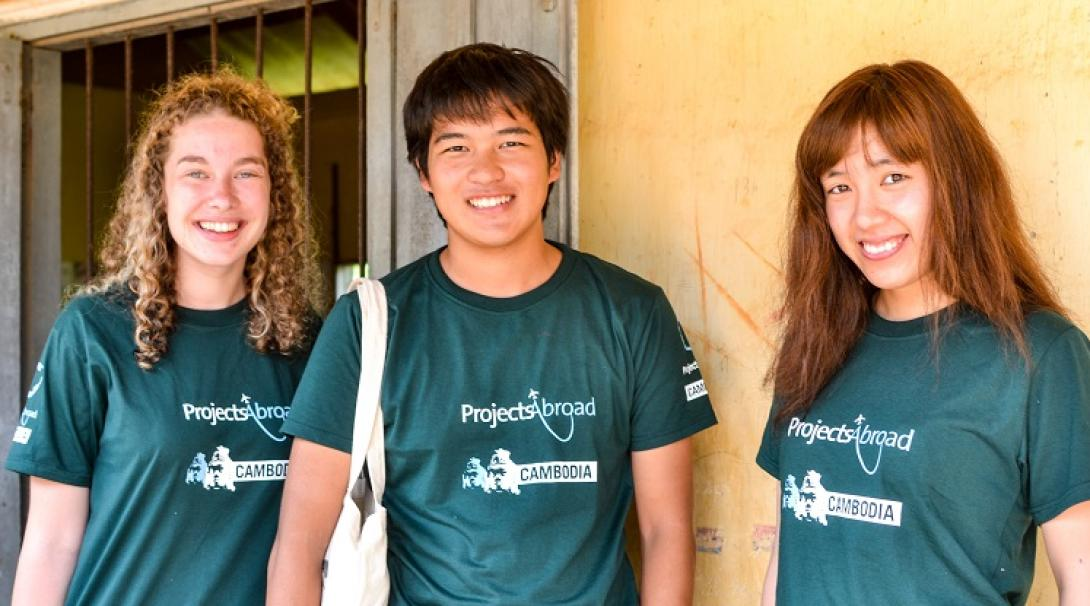 A group of volunteers on a Cambodia Gap Adventure